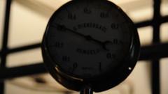 Video: pressure gauge #2 (PimGMX) Tags: heritage film video industrial engine steam meter polder gauge stork steamengine stoom gemaal halfweg manometer dampf industriekultur dampfmaschine pressuregauge industrieel industrieelerfgoed watermanagement stoomgemaal stoommachine drukmeter