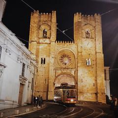 Lisbon Cathedral (S de Lisboa) (jkpark78) Tags: street portugal car night october cathedral lisboa lisbon tram s filter streetcar 2014 vsco iphone6plus