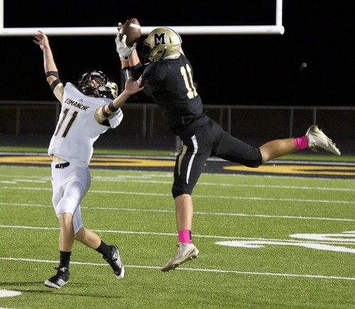 "Great leaping catch over a defender against Comanche. 10.17.2014. Sophomore year. • <a style=""font-size:0.8em;"" href=""http://www.flickr.com/photos/38444578@N04/15626567066/"" target=""_blank"">View on Flickr</a>"