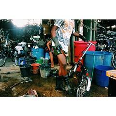 แหล่งจักรยานญี่ปุ่นมือสองราคาถูกที่ได้รับการตัดแต่ง ตัดแปะชิ้นส่วนจากคันนั้นสู่คันนี้ ขัดสีฉวีวรรณ จนออกมาเป็น Frankenbike #takcity #MaeSot #Thailand #bikefromjapan #tourismthailand #amazingthailand