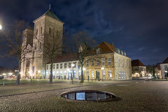 St. Peter Cathedral Osnabrück (# mapoid) Tags: night germany deutschland nacht tripod kirche timeexposure osnabrück niedersachsen sigma1020mm domstpeter stpetercathedral canoneos700d