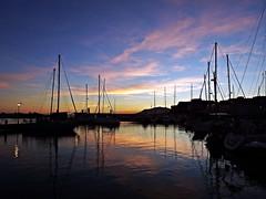 Reflejo en el puerto (Antonio Chacon) Tags: andalucia atardecer anochecer marbella málaga mar mediterráneo españa spain sunset costadelsol cielo puestadesol paisajes nature nubes
