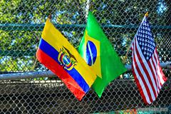 TRES HERMOSAS BANDERAS. THREE BEAUTIFUL FLAGS. GUAYAQUIL - ECUADOR. (ALBERTO CERVANTES PHOTOGRAPHY) Tags: bandera flags guayaquilecuador ciudad city
