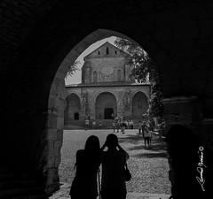 Casamari Abbazia (leonardo.noccioni) Tags: abbazia calamari mare casa bianco nero bw arco silhouette contrasto sole contro piazza chiesa porticato tre ombra