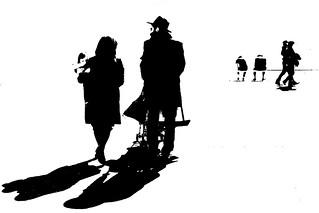 DSC_6835_3442 . Nizza- Famigliola sul lungomare.- Small family of observant Jews on the promenade.