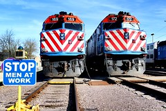 Men at Work (Laurence's Pictures) Tags: union pacific muscle line metra commuter fox river grove illinois train railroad f40ph emd rail passenger