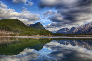 Kananaskis Lake Mirror: mountains in the morning