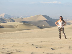 Ica (Fernanda Mendes Ribeiro) Tags: peru nature girl beautiful desert ica huacachina