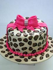Mini bolo 09 decorado em pasta americana, rende até 10 fatias. (contatoinnovare) Tags: pasta americana bolo em oncinha