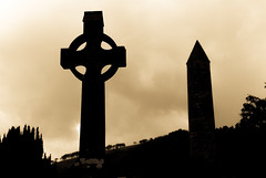 Celtic Cross at Old Cemetery at Glendalough - County Wicklow Ireland (mbell1975) Tags: county old ireland irish tower cemetery grave graveyard yellow europe cross cloudy eu irland eire na christian glendalough obelisk celtic wicklow irlanda irlande éire cros poblacht airlann héireann cheilteach ilobsterit