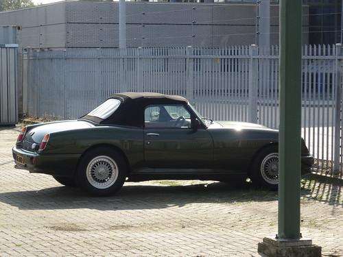 1996 MG RV8