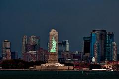 New York (Pits Fotowelt) Tags: city nyc travel vacation usa newyork skyline architecture skyscraper nikon view manhattan urlaub stadt statueofliberty bigapple reise freiheitsstatue reisefotografie stdtefotografie