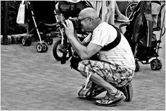 shooting people shooting (#22) (japanese forms) Tags: street bw man blancoynegro monochrome blackwhite random candid streetphotography mann agfa streetshot vlaanderen mittelformat zwartenwit straatfotografie agfafilm schwarzundweis strasenfotografie shootingpeopleshooting japaneseforms2014