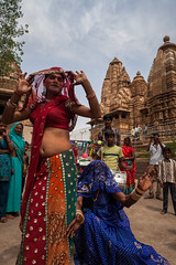 Dance, Khajuraho (Marji Lang Photography) Tags: life travel people india colors composition photography dance colorful manwoman dancers dancing couleurs indian documentary transgender rights document indians dailylife humanrights gender equality transsexual khajuraho saris travestis hijra madhyapradesh sarees travelphotography centralindia aravani hijras thirdsex ef2470mm khusra aruvani thirdgender chhakka canon5dmii marjilang jagappa dancinghijra troisiemesexe