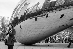 Pregnant woman and the Millennium Bean - Chicago (www.higbyphotography.com) Tags: street chicago reflection america photographer streetphotography bean thebean pregnantwoman photogarphy millenniumparksculpture cindyhigby