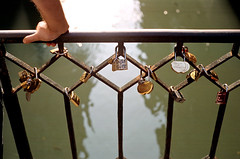 Love (FilmFlamMan) Tags: leica italien italy film italia kodak lock m3 venezia venedig portra400 summicronm50mmtypeiv