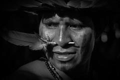 Manoki (guiraud_serge) Tags: brazil portrait brasil amazon tribes indians tribe indios ethnic rituel plumes brsil tribu amazonie indiens matis tissage tribus ethnie yawalapiti guiraud karaja minoritsethniques sergeguiraud peinturescorporelles kayapokaiapoguarani plumaserie ornementscorporels