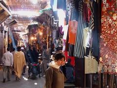 En el zoco (ramosblancor) Tags: market mercado morocco human tribes marrakech bazaar habitat marruecos humano bazar zouk zoco frica tribus