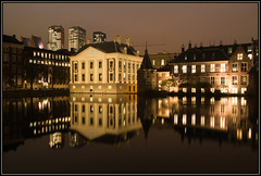 Night falls over The Hague (Ciao Anita!) Tags: reflection tower netherlands museum pond torre nightshot toren nederland denhaag museo reflexions thehague olanda hofvijver vijver riflesso mauritshuis binnenhof zuidholland weerspiegeling laja stagno avondopname nachtopname theperfectphotographer scattonotturno hettorentje hoogslapers