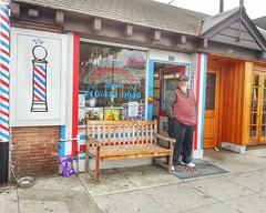 Vic cuts hair at Esquire Barber Shop in Santa  Monica. (JeffCamPhoto) Tags: california ca hair losangeles montana phone cut santamonica barbershop montanaavenue barber vic esquire gs3 flickrandroidapp:filter=none