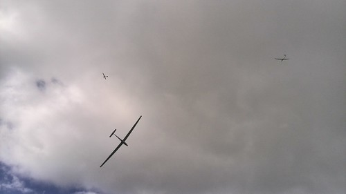 Three club gliders soar together - 25 Oct 14