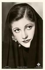 Gisela Uhlen ca. 1937 (zimmermann8821) Tags: atelierfotografie damenfrisur darstellerin drittesreichnationalsozialismus film fotografie fotografiekoloriert frau frisur kino künstlerpostkarte person postkarte schauspielerin starpostkarte theater tuch ohrring