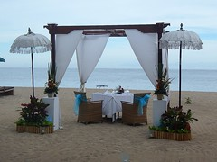 A Table! (GeckoZen) Tags: bali indonesia sanur baldaquin parasol plage beach beachlife