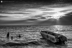 Jomtien Beach - Thailand (Silent Eagle  Photography) Tags: sep silent eagle photography silenteaglephotography thailand jomtien beach sea seascape bw monochrome blackandwhite boat playa sunset sunray clouds wave shadows silenteagle09 outdoor silhouettes iso50