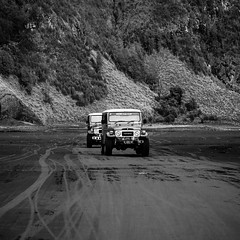 Bromo, Indonesia (pas le matin) Tags: bromo indonesia indonésie asia southeastasia world travel voyage landscape 4x4 paysage volcan volcano car voiture square tracks canon canon7d canoneos7d eos7d 7d nb bw monochrome blackandwhite noiretblanc