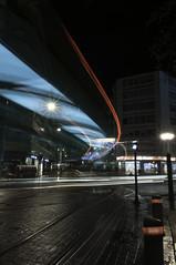 RASTROS DE LUZ (joseantonioapellanizapellaniz) Tags: largaexposicion reflejos nocturna luces vitoriagasteiz