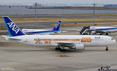 ANA (Star Wars BB-8) 767-300(ER) JA604A (birrlad) Tags: tokyo haneda hnd international airport japan aircraft aviation airplane airplanes airline airliner airlines airways special colour scheme livery decals titles starwars movie boeing b767 b763 767 767300er 767381er ja604a bb8 taxi taxiway apron ramp arrival arriving terminal stand landed ana all nippon