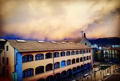 Se está preparando..... #storm #tormenta #spring #primavera #nubes #clouds #cielo #sky #lluvia #rain (Miamy7) Tags: instagramapp square squareformat iphoneography uploaded:by=instagram hefe naturaleza naturalezacautivadora paisaje nubes clouds sunset puestadesol puigcerdà