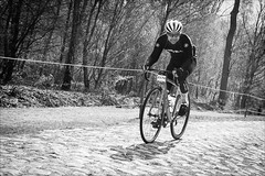 Always smiles also over the most hellish of Pavés (Torsten Frank) Tags: arenberg canyon fahrrad frankreich nordpasdecalaispicardie parisroubaixchallenge parisroubaix radfahren radfahrer radrennen radsport rennrad sport sportler ultimatecfslx wallers trouéedarenberg roadbike cycling cyclist bike bicycle