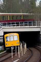 Ein F74 nimmt Kurve und Anstieg zum S+U Wuhletal (M. Schirmer Berlin) Tags: f74 berlin ubahn sbahn kurve tunnelausfahrt u5 s5 wuhletal hellersdorf