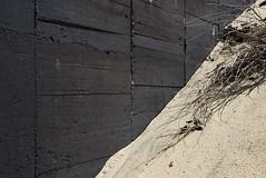 (Arthur van Beveren) Tags: wood black france beach strand contrast concrete sand frankreich dunes relief bunker frankrijk fr francia hout tar arcachon beton zand capferret atlanticwall 621 atlantikwall teer shuttering bekisting regelbau widerstandsnest ar31n