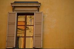 Sunset of Este (S. Hemiolia) Tags: windows window glass yellow reflections emilia finestra giallo este riflessi vetro reggio reggioemilia finestre piazzadelmonte gialloparma
