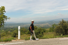 Stu @ Luberon (Meteorry) Tags: road portrait man france mountains sunglasses apt canon europe photographer stu july paca route photograph valley provence luberon gentleman homme montagnes vaucluse 2014 valle bonnieux stewartleiwakabessy meteorry goult provencealpesctedazur provencealpesctedazur d943 routedpartemental