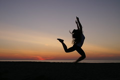 (valentinaCaf) Tags: sunset color hair denmark dance movement tramonto colore tribal gymnast gymnastics danish movimento shape silhoutte ballo rythm frenzy capelli ballare danimarca ginnastica tribale danese ritmica bovbjerg ginnasta
