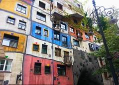 Hundertwasserhaus (VivaViena!) Tags: vienna wien colors arquitetura architecture cores austria sterreich haus architektur viena hundertwasser farben hundertwasserhaus vivaviena