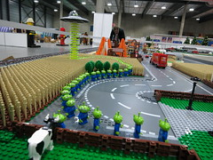 IMG_0359 (Eiker86) Tags: cars field cow cornfield lego farm alien farming bull bulls ufo aliens greenhouse icecream drwho biler drivhus icecreamcone afol ecologic cars2 ecologicicecream biler2