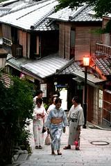 Kyoto - Higashiyama (*maya*) Tags: wood streets japan photo ancient kyoto traditional kimono obi strade teahouse giappone ochaya ninenzaka casadat