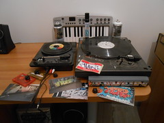My #hiphop tools  #graffiti #turntable #keyboardmidi #vinyls #hiphoppics # (avonventimiglia) Tags: italy graffiti keyboard turntables hiphop tapes vinyls ventimiglia spraycans beatmaker