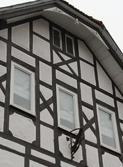 (:Linda:) Tags: germany town thuringia gable halftimbered fachwerk flagholder hildburghausen andreaskreuz cruxdecussata standrew´scross