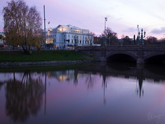 Stora Teatern (the big theatre) (Kenny Hindgren) Tags: city reflection water architecture reflections river gteborg evening canal purple sweden dusk gothenburg olympus 17 18 kenny omd 2014 17mm kungsportsplatsen em5 hindgren