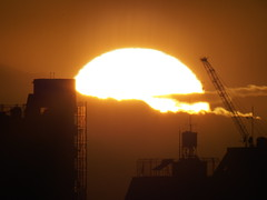 Sunset over Tokyo (prelude2000) Tags: sunset tokyo f11 夕日 夕焼け 1000mm autot ezuiko