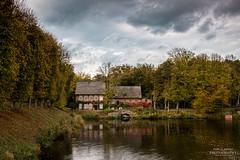 Herbstlandschaft (diablopb) Tags: autumn trees sea house green castle water landscape see wasser herbst haus grün schloss landschaft bäume ahrensburg bauernhaus