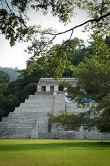 templo de las inscripciones (karolajnat) Tags: mountain green azul mexico agua aqua pyramid palm jungle waterfalls ruinas palenque chiapas mayas misolha aquaazul