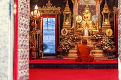 A moment of prayer and retreat (Daniel Vicario) Tags: bangkok krungthepmahanakhon thailand th