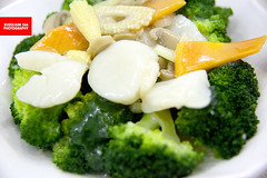西兰花带子 (Broccoli With Scallops) (APERTURE X & THE CULINARY ADVENTURER) Tags: food singapore traditional henghua broccoli scallops mixedvegetable