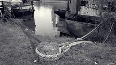 La bitte d'amarrage (Un jour en France) Tags: péniche oise bitte rivière janville picardie france îledejanville